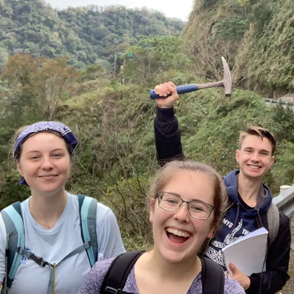 Students Celebrating Geosciences in Taiwan
